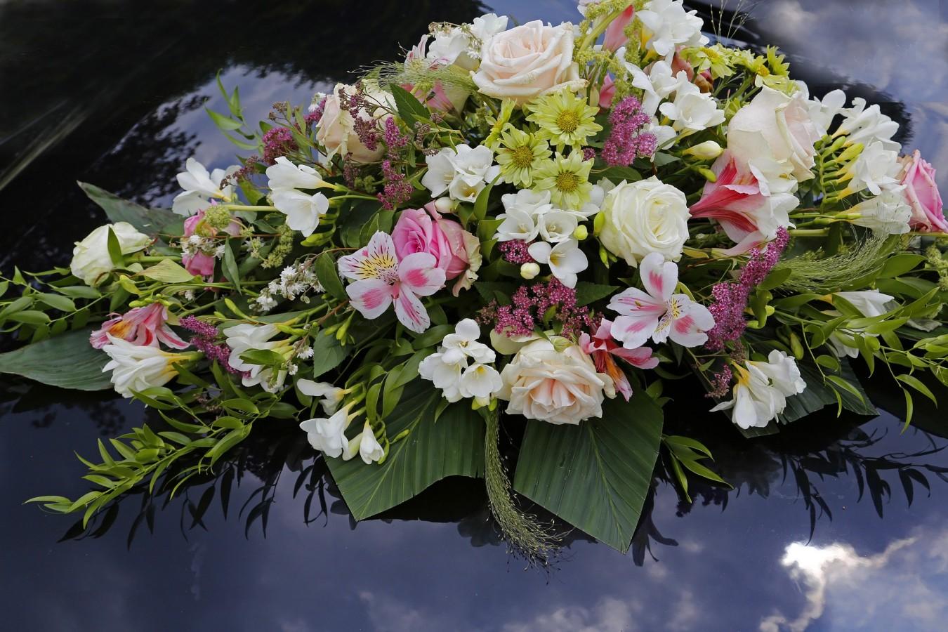 Moderni Svatebni Dekorace Jsou Ve Znameni Kvetin A Jemnosti