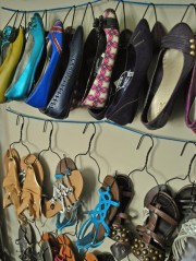 Original_Oh-So-Pretty-The-Diaries-wire-hanger-shoe-storage_s3x4_lg
