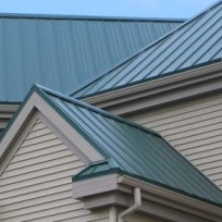 Natírání plechové střechy
