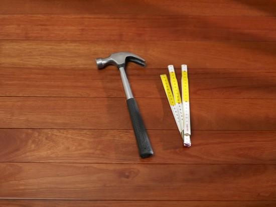 Oprava poškrábané plovoucí podlahy