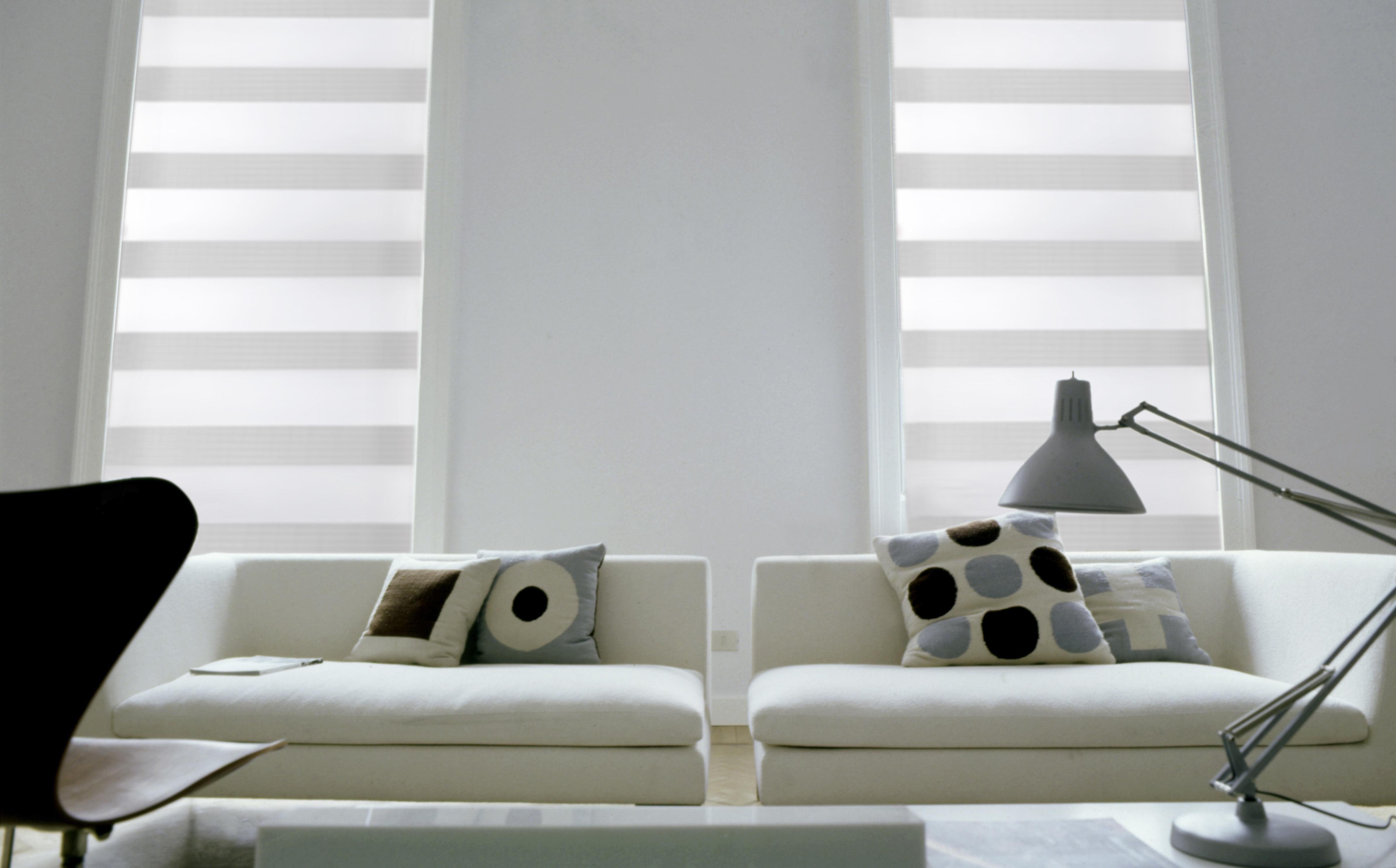 zastínění oken látkové rolety bez vrtání