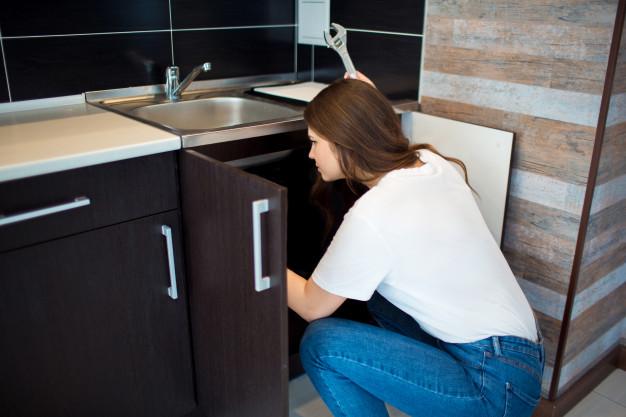 Čím ucpaný odpad vyčistit? Zkuste gumový zvon a šetrné čistící přípravky.