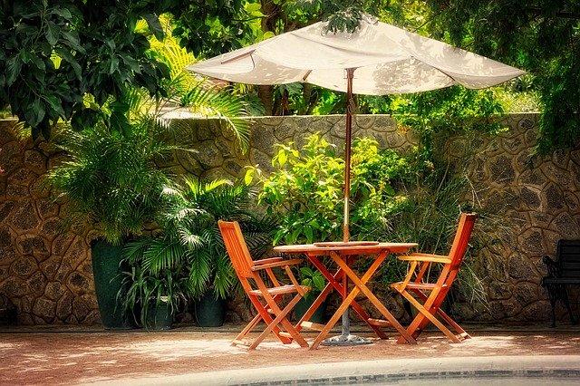 Zahradní nábytek uložte na suché a teplé místo, nebo jej alespoň překryjte plachtou