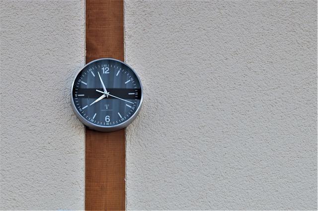 Netradiční pojetí nástěnných hodin - kreativita se zde projevila naplno