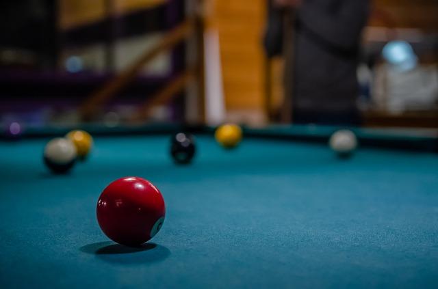 Kulečníkový stůl nepatří jen do barů a heren, ale také rodinných domů