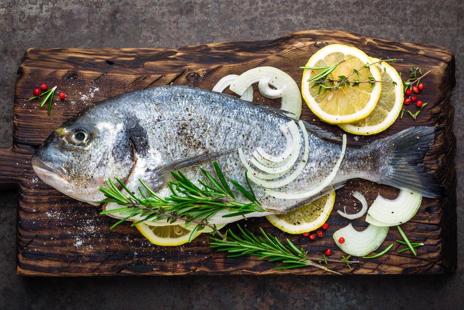 Ryby dochuťte mořskou solí, pepřem, citronem a decentně i bylinkami