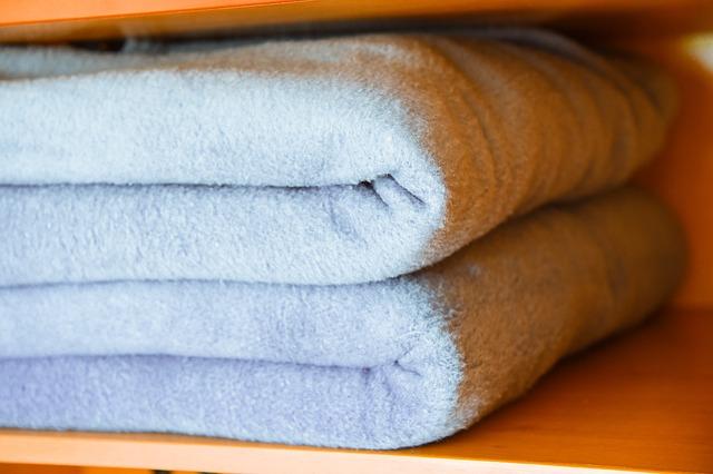 Teplá přikrývka zahřeje, místo si najde v každé domácnosti