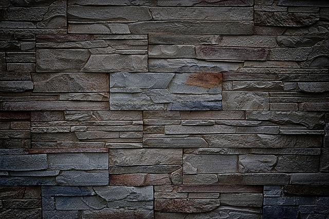 Betonové obklady bývají doplněné řadou detailů