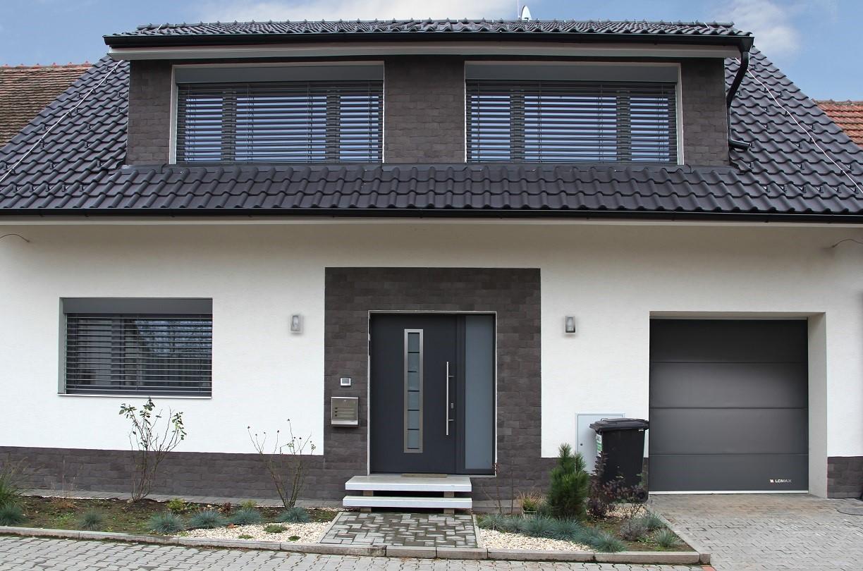 Pomocí chytré domácnosti můžete ovládat vytápění, ale také venkovní stínění, otevírání dveří nebo garážových vrat. / Foto: LOMAX