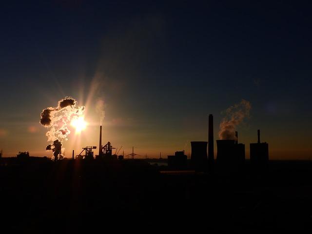 Výroba energie z fosilních paliv elektřinu kvůli emisním poplatkům zdražuje