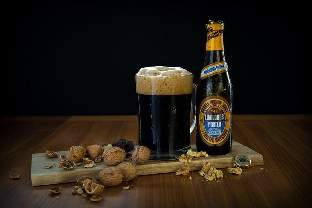 Kachnu podlévejte černým pivem. Získá příjemný nádech melasy a karamelu